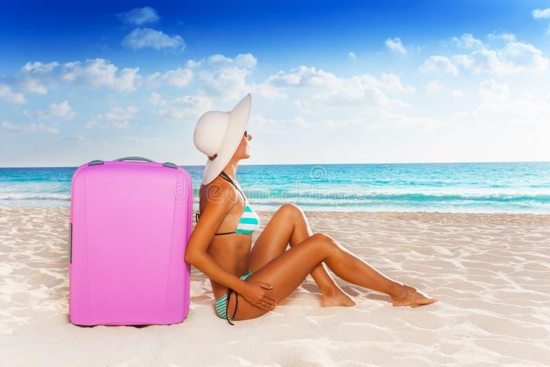 Каникулы багажа и пляжа стоковое изображение rf