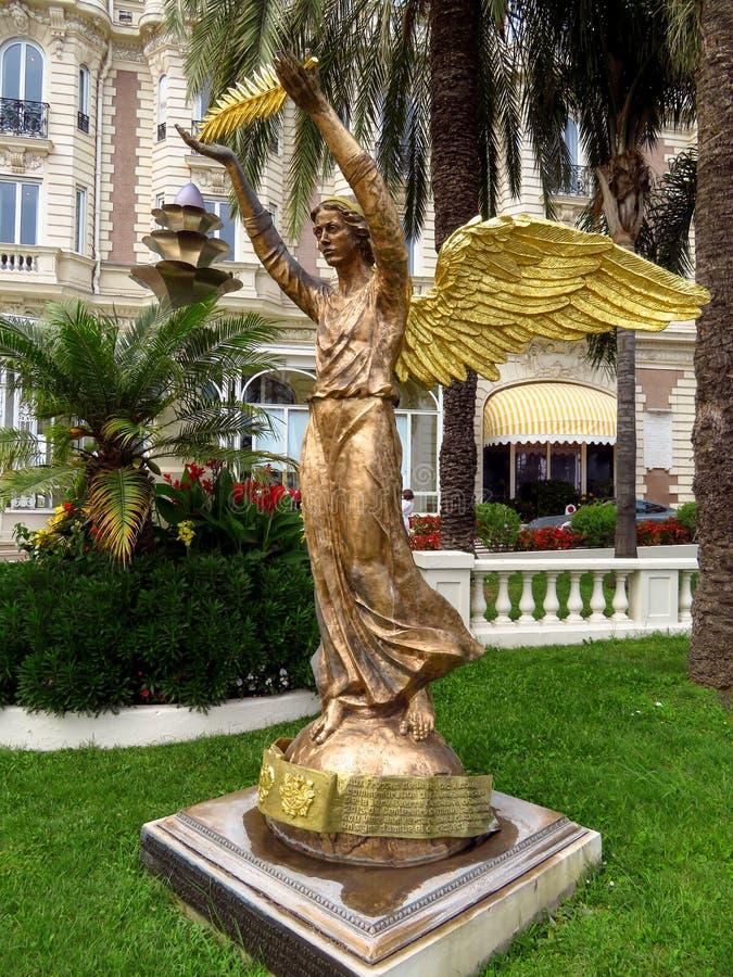 Канн - бронзовая статуя ангела стоковые изображения rf