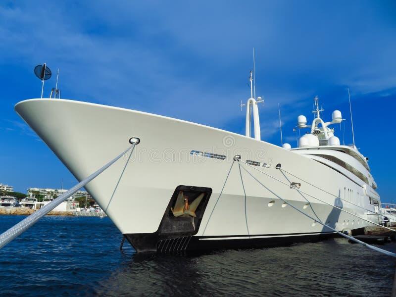 Канн - роскошная яхта в порте стоковое изображение rf