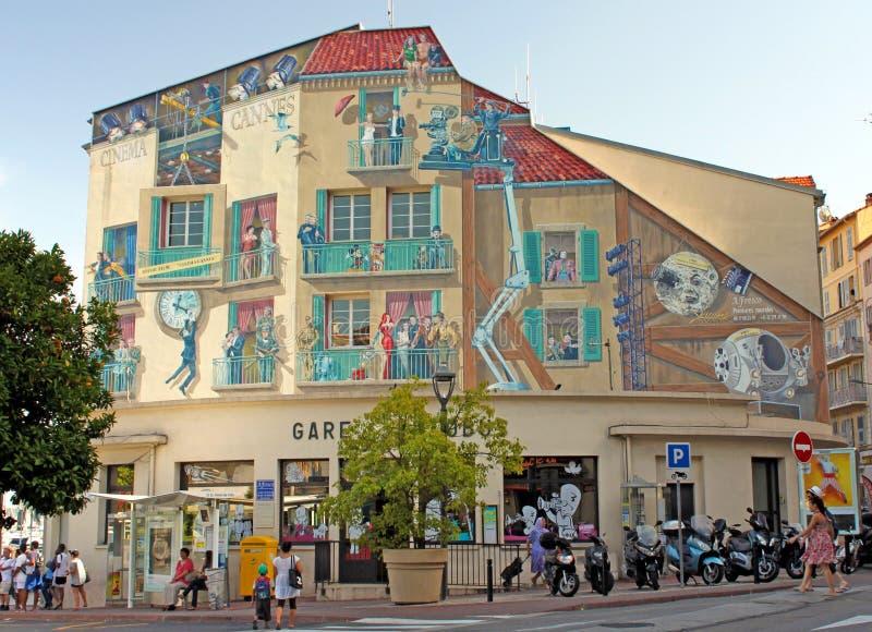 """Канн, Франция - 6-ое августа 2013: Настенная роспись вызвала """"Cinéma-Канн стоковые изображения rf"""