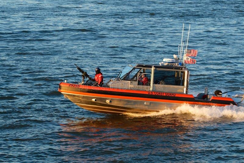 Канонерсая лодка службы береговой охраны стоковые фото