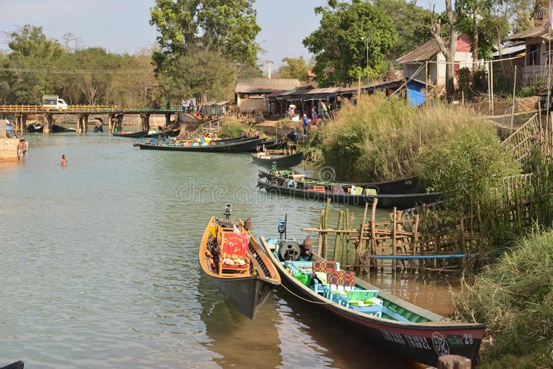 Каноэ озера Мьянм Inle стоковое изображение rf