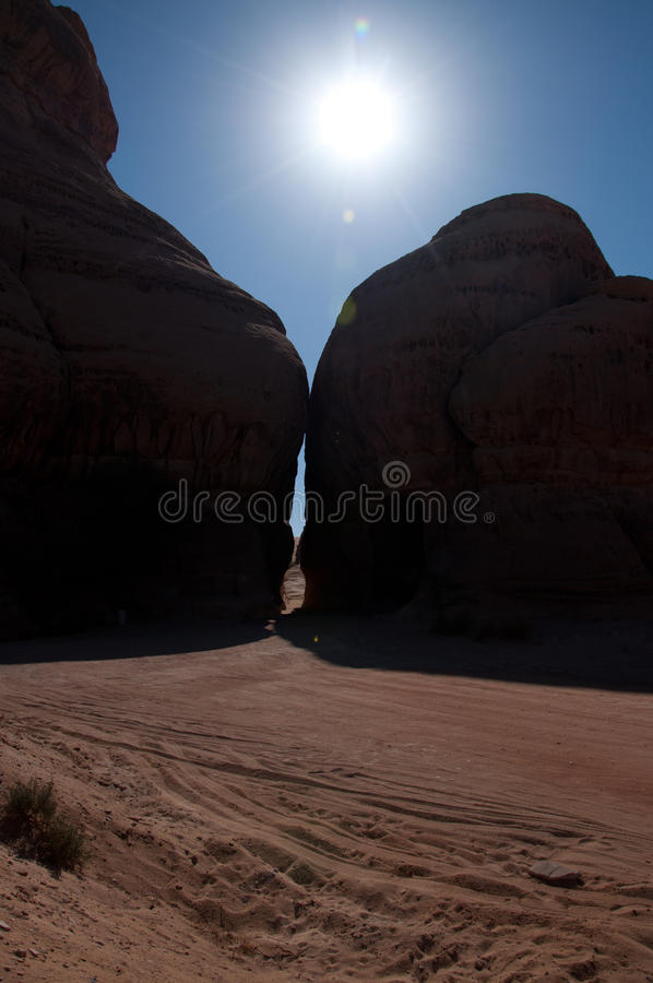 Каньон в археологических раскопках Madain Saleh Саудовской Аравии стоковые фото