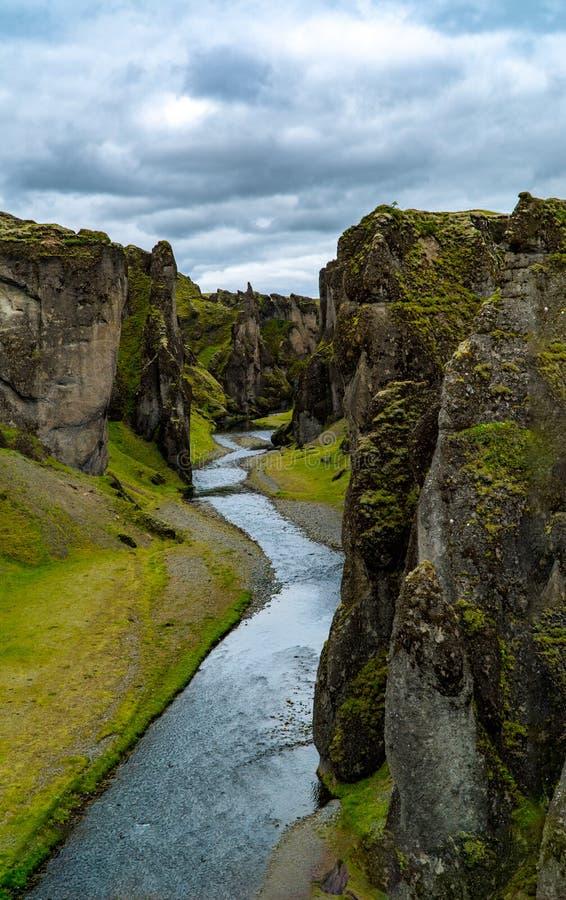 Каньон Fjadrargljufur в южной Исландии стоковая фотография rf