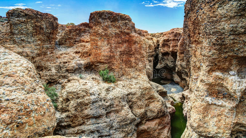 Каньон Sesriem реки Tsauchab, Sossusvley Намибии стоковые изображения