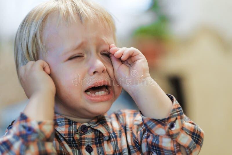 Капризные выкрики младенца стоковое фото rf
