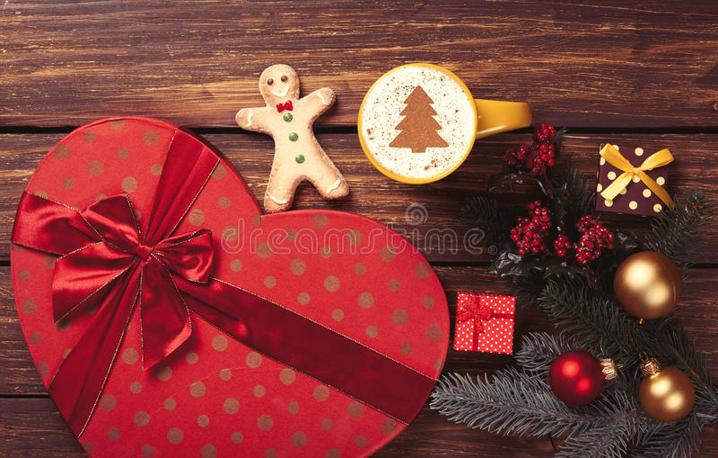 Капучино и подарки стоковые фото