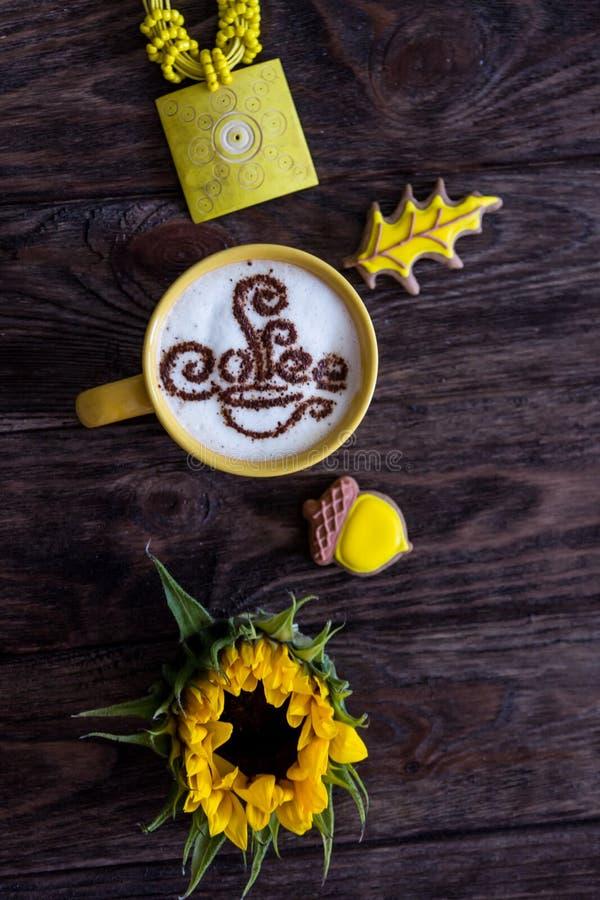Капучино, циннамон, пряник и солнцецвет кофе стоковые изображения