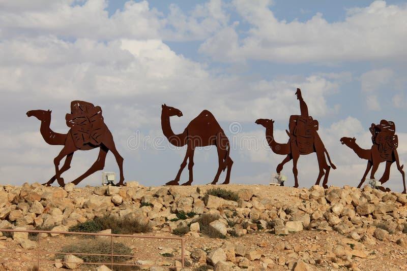 Караван в пустыня Негев, национальный парк верблюдов En Avdat стоковые фото