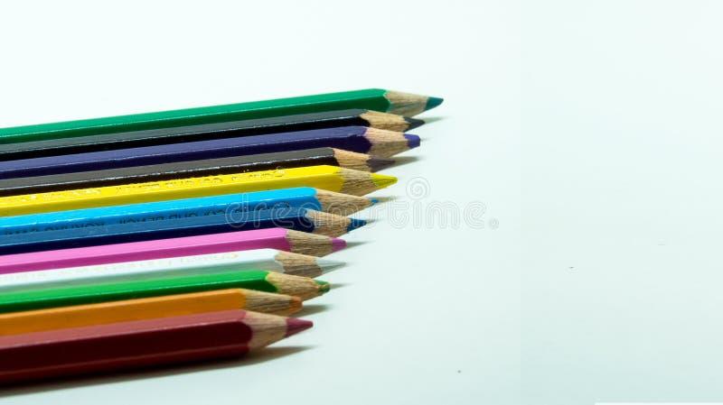 Карандаши цвета, выровнялись вверх стоковые изображения