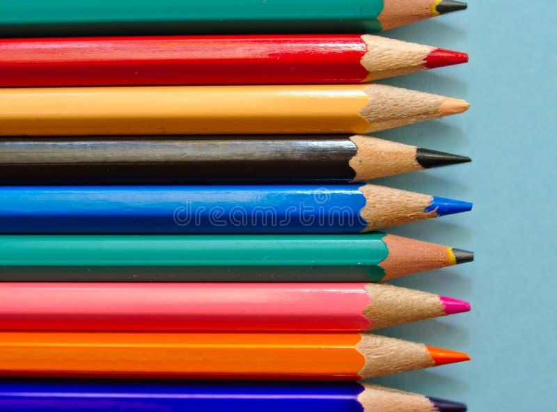 Карандаши цвета изолированные на светлом - голубая предпосылка стоковая фотография rf