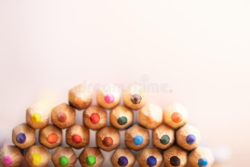 Карандаши цвета на белой предпосылке стоковое изображение rf