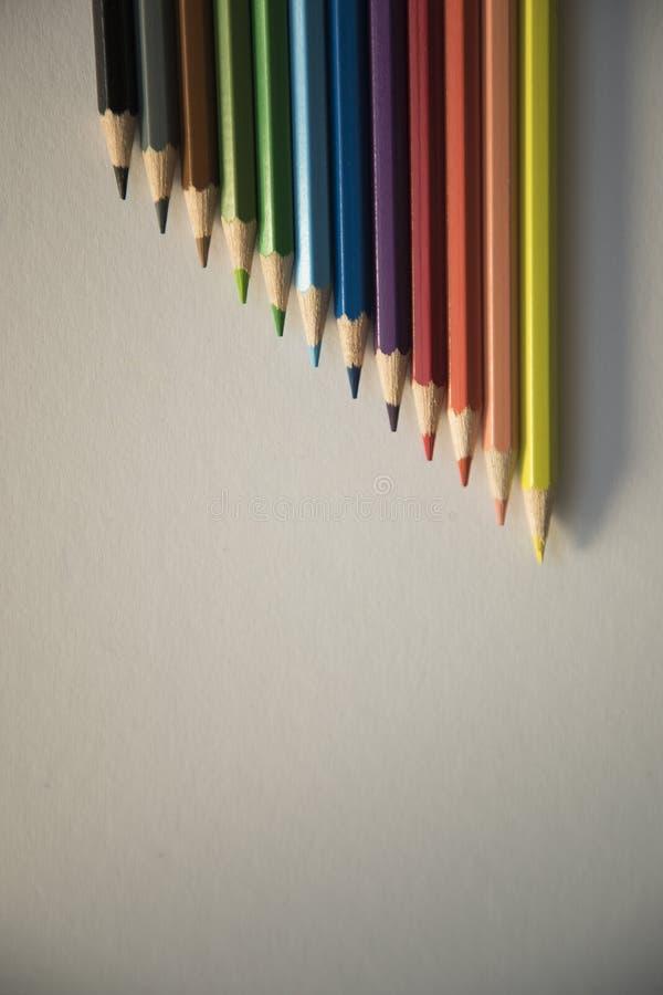 Карандаши цвета формируют абстрактные линии картину стоковая фотография rf