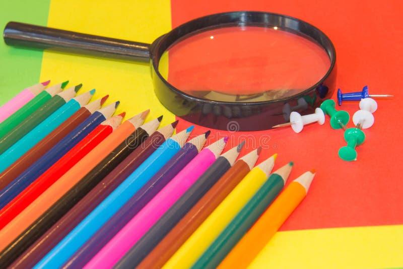 Карандаши цветов, красочные много crayons разнообразие цвета стоковое фото