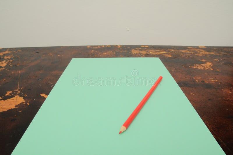 карандаш и ластик на листе бумаги, цифровом изображении фото как предпосылка стоковое фото rf