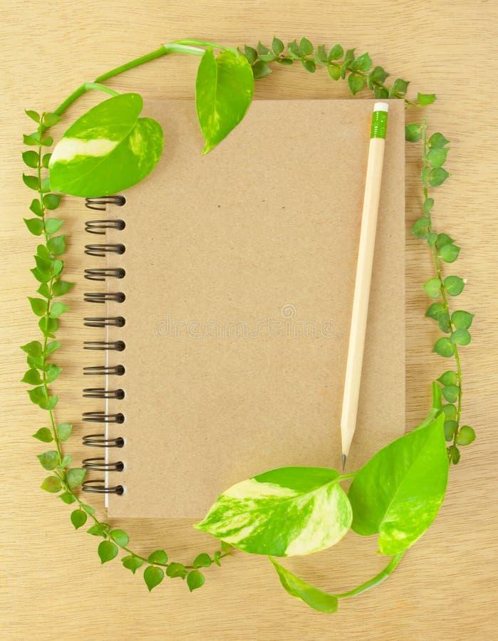 карандаш тетради рециркулирует деревянное стоковая фотография rf