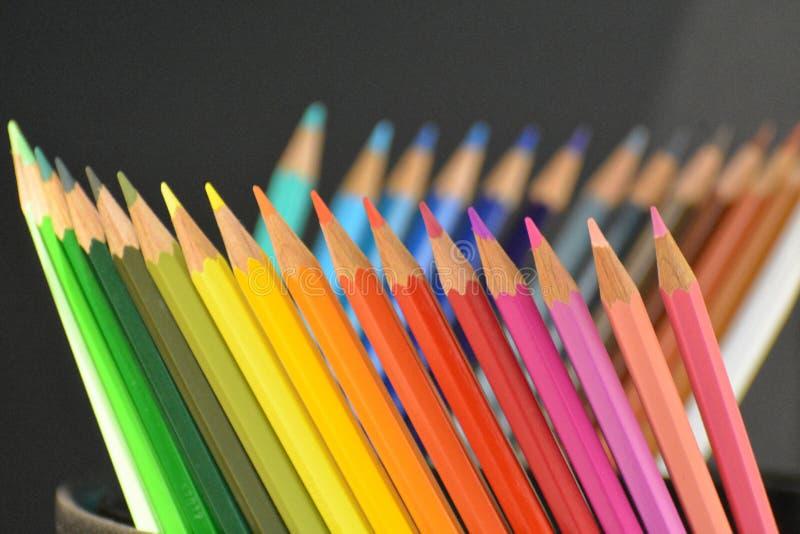 Карандаш цвета на черной предпосылке стоковое изображение