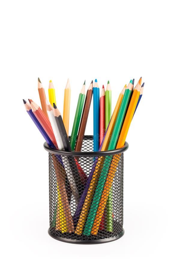 Карандаши цвета в изолированном баке металла стоковое изображение rf