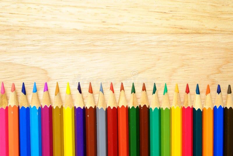 Карандаши цвета на деревянной предпосылке стоковая фотография rf