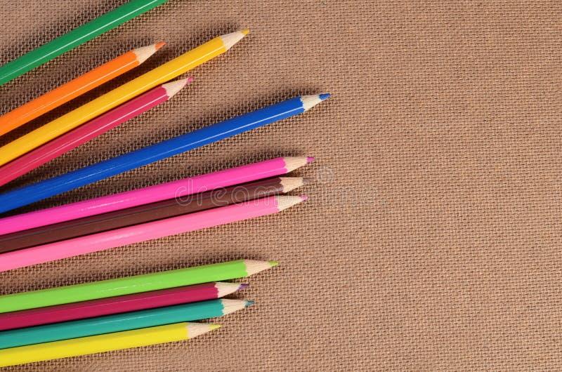 Карандаши цвета на доске стоковые фотографии rf