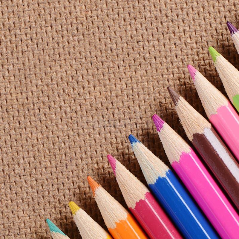 Карандаши цвета на доске стоковое фото rf