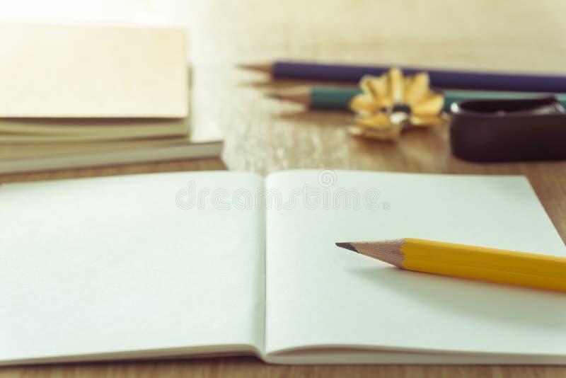 Карандаш и тетрадь стоковая фотография