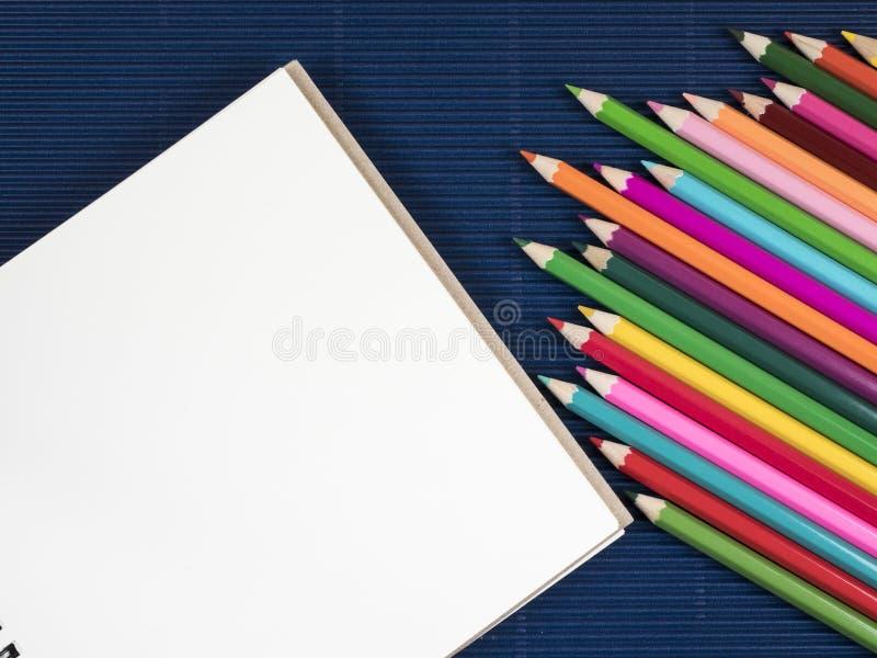 Карандаш цвета и тетрадь 12 стоковое фото