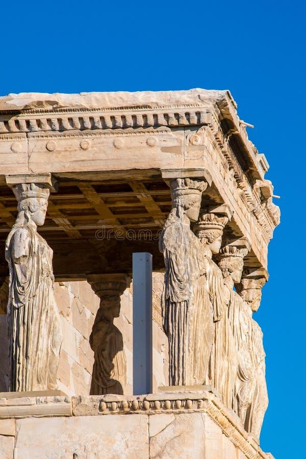 Кариатиды Erechtheion в акрополе Афинах Греции стоковые фотографии rf