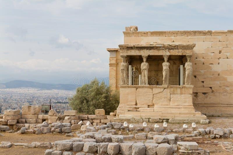 Кариатиды на виске Erechtheum, акрополе Афин, Греции стоковое фото