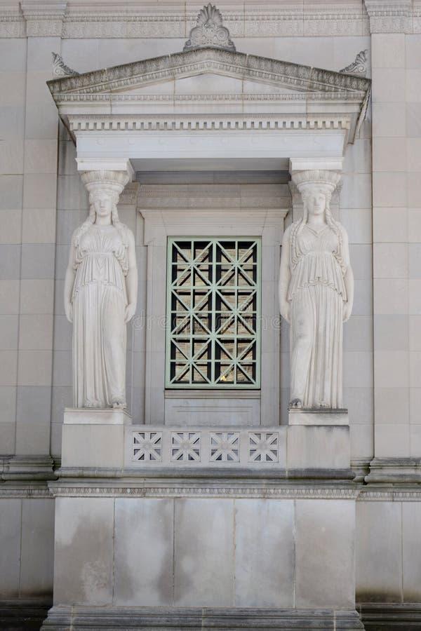 Кариатиды окна в Чикаго стоковое фото