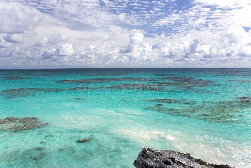 Карибские воды и коралловый риф стоковые изображения rf