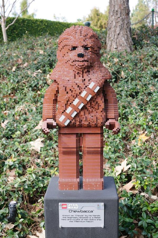 КАРЛСБАД, США, 6-ОЕ ФЕВРАЛЯ: Звездные войны Chewbacca Minifigure сделанное с le стоковые изображения