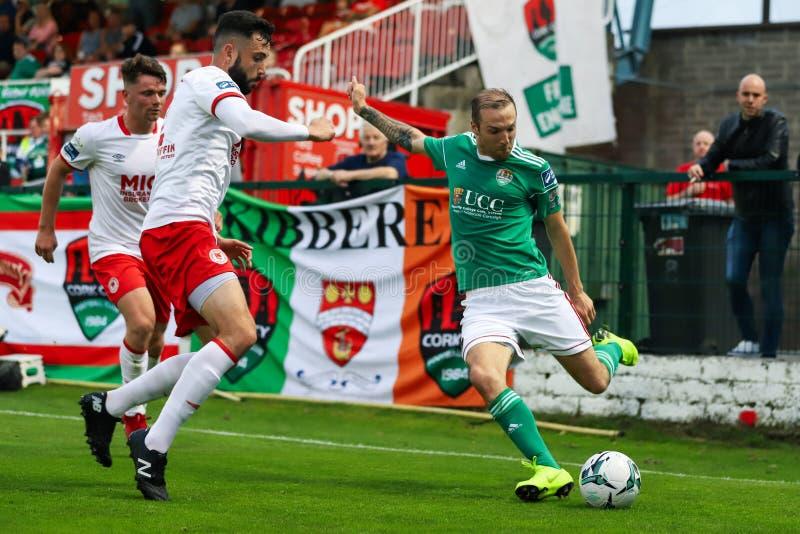 Карл Sheppard на лиге спички разделения премьер-министра Ирландии между городом FC пробочки против St Patricks атлетического FC стоковое изображение
