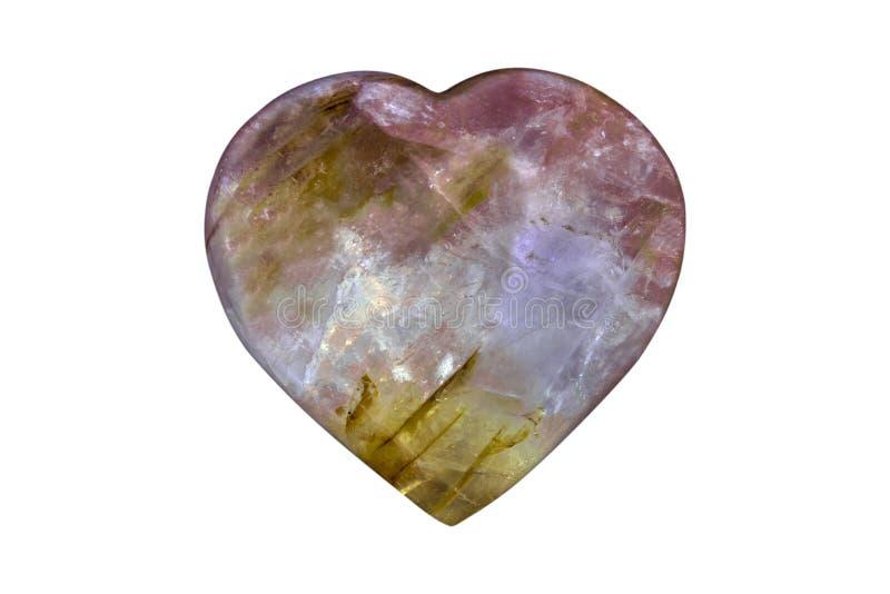 Карнеол Агат Каркетный полированный камень с вырезанным сердцем на белом фоне Макрос стоковое изображение rf