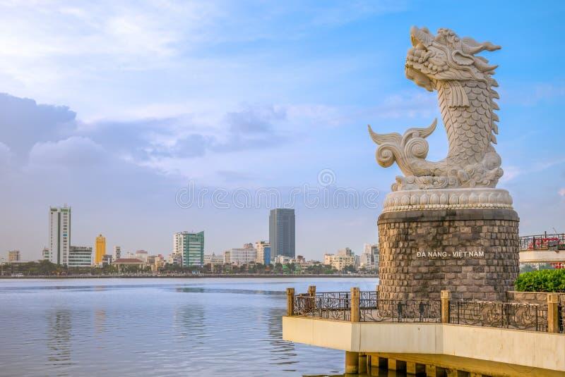 Карп дракона на восточном банке Рекы Han в Da Nang стоковая фотография