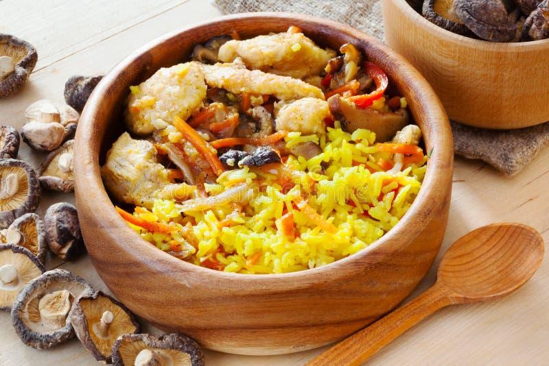 Карри цыпленка с грибами риса и шиитаке pilau стоковые изображения