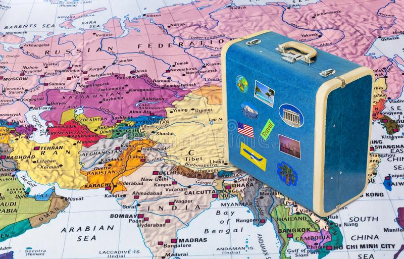 Карта Азии и случай перемещения со стикерами мои фото стоковое изображение