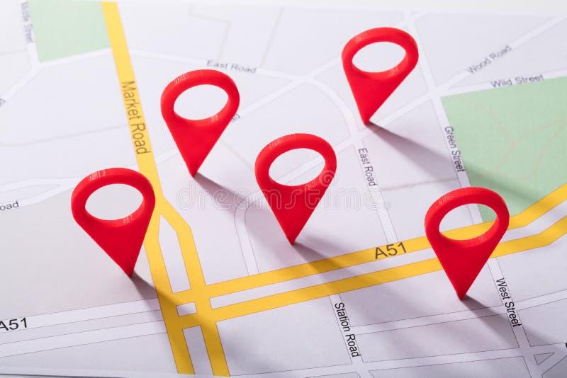 Карта города с отметкой положения стоковое фото rf