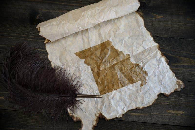 Карта государства Миссури на винтажной бумаге со старой ручкой на деревянном столе текстуры стоковые фото
