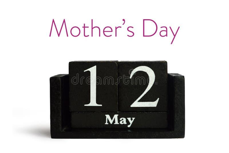 Карта дня матерей с календарем изолированным на белизне стоковое изображение