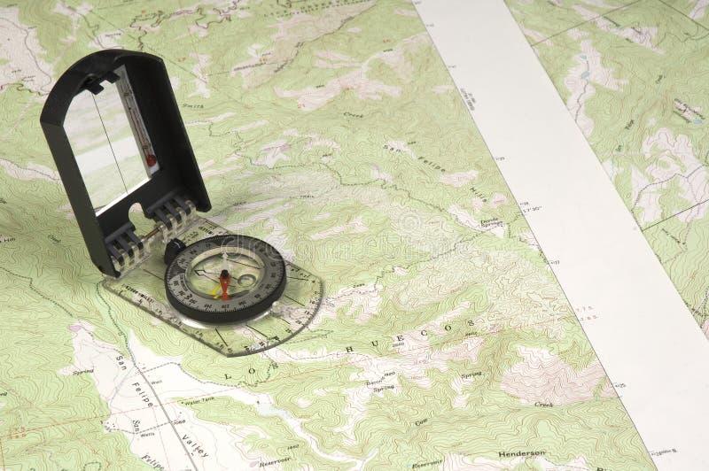 Карта и компас Topo стоковое изображение rf