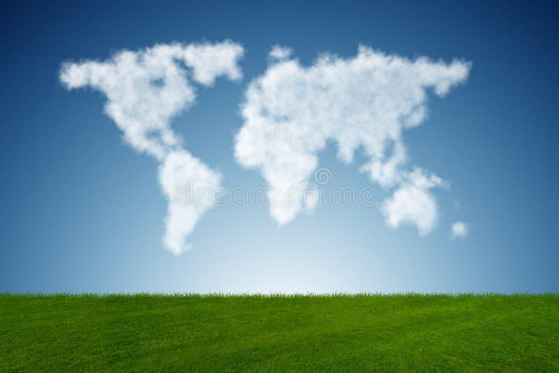 Карта мира сделанная из облаков в концепции природы иллюстрация вектора