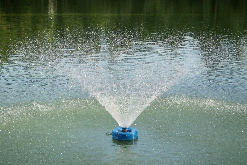 Картина брызга аэратора фонтана стоковая фотография rf