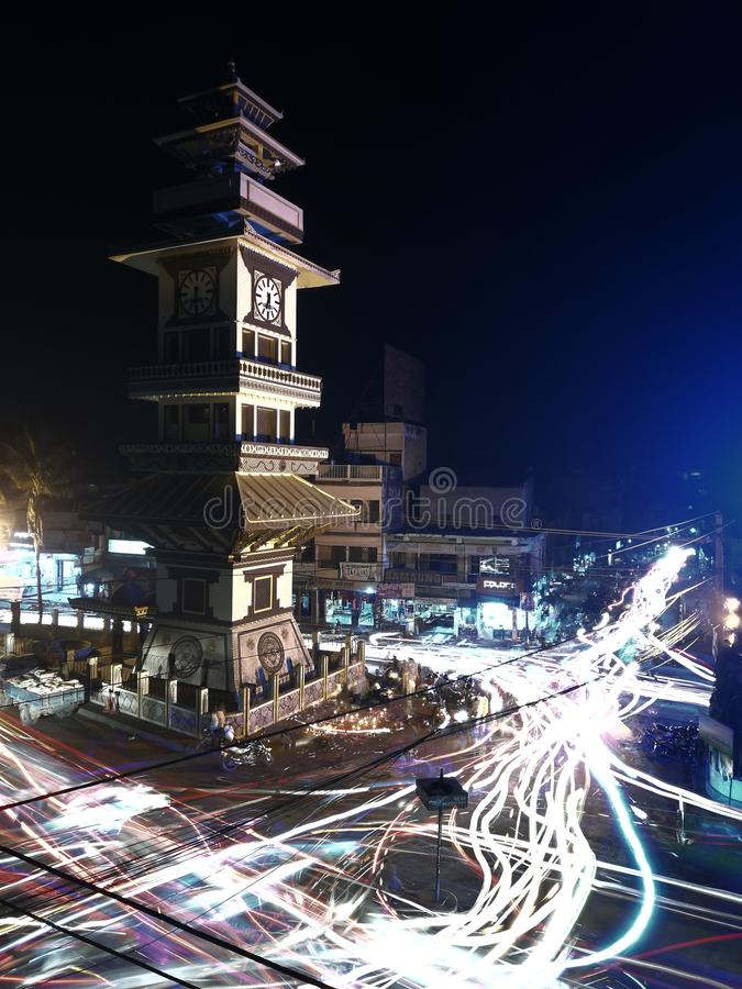 Картина уличного света BIRGUNJ НЕПАЛА Ghantaghar светлая стоковое фото rf