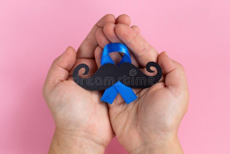 Картина усика с символом голубой ленты Movember в ноябре conc стоковая фотография rf