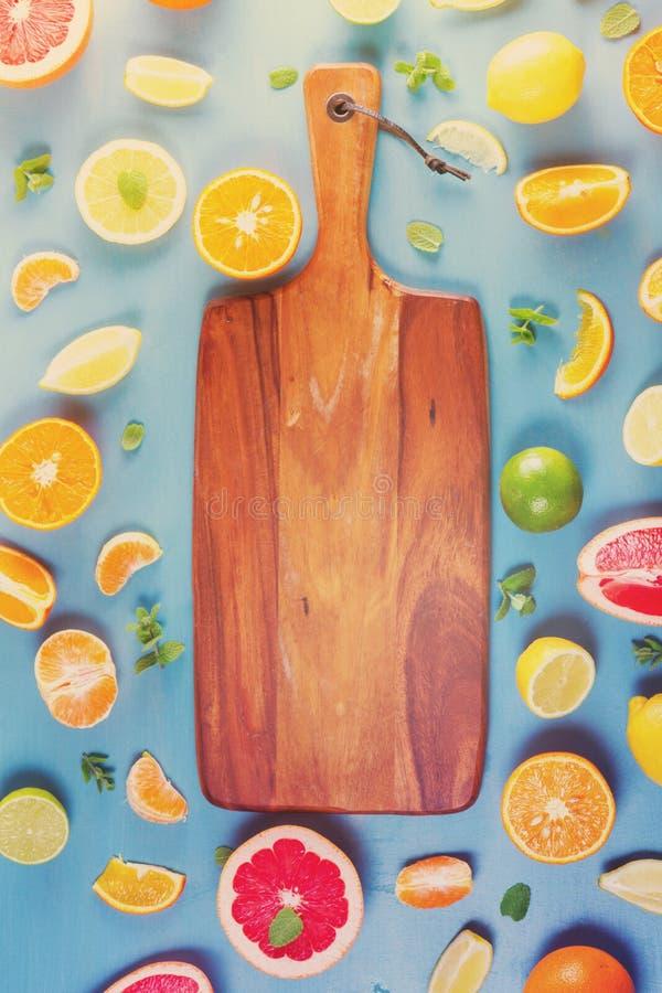 Картина цитруса на сини стоковые изображения rf