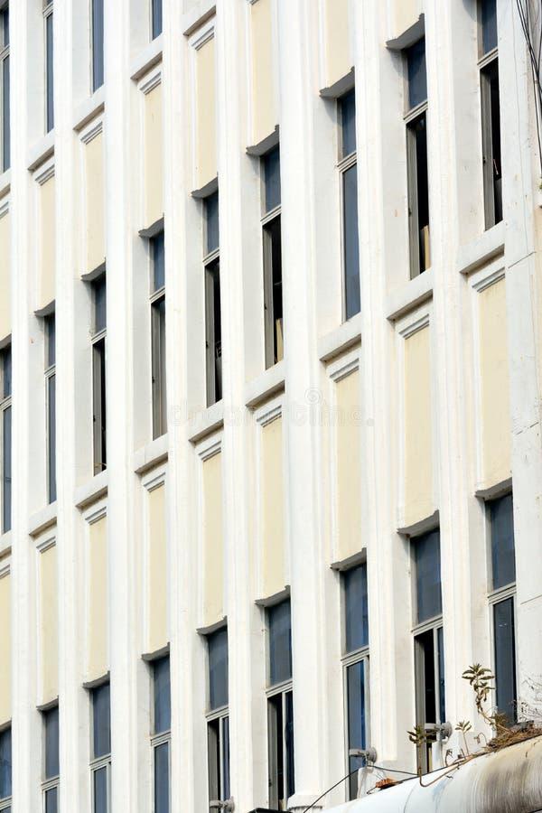 Картина Windows белого здания Стоковые Изображения RF
