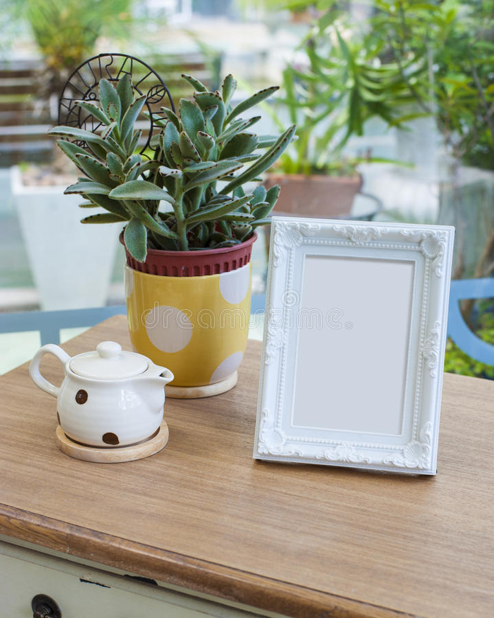 Картинная рамка на таблице стоковые фото