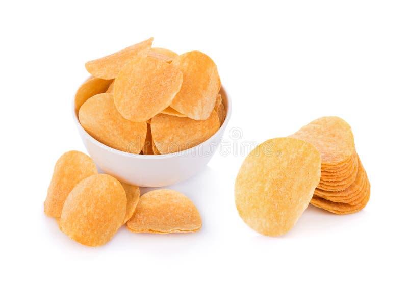 Картофельные чипсы изолированные на белой предпосылке стоковые изображения rf