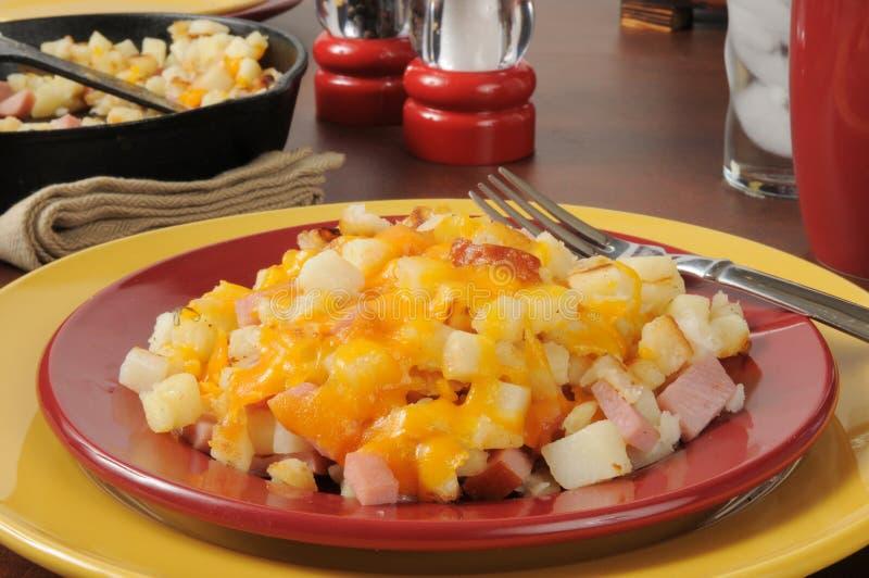 Картофельные оладьи с сыром и ветчиной стоковая фотография rf